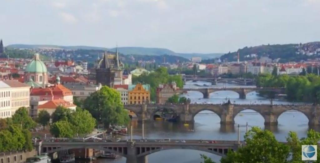 """תמונת נוף של העיר פראג בצ'כיה, מקום מושבה של אוניברסיטת צ'ארלס ללימודי רפואה בחו""""ל"""
